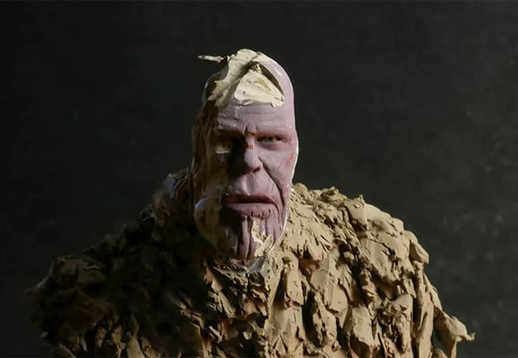 Фото №1 - Художник создал скульптуру Таноса и превратил ее в пыль (видео)