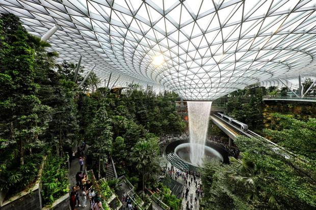 Фото №17 - 10 самых красивых аэропортов мира