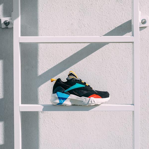 Фото №7 - Это хасл: Cardi B представила новые кроссовки Reebok