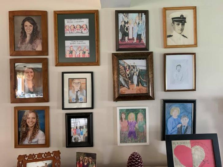 Фото №10 - Дочь каждый день подменяла по одному семейному фото неумелыми рисунками, а родители заметили это только на 11-й день