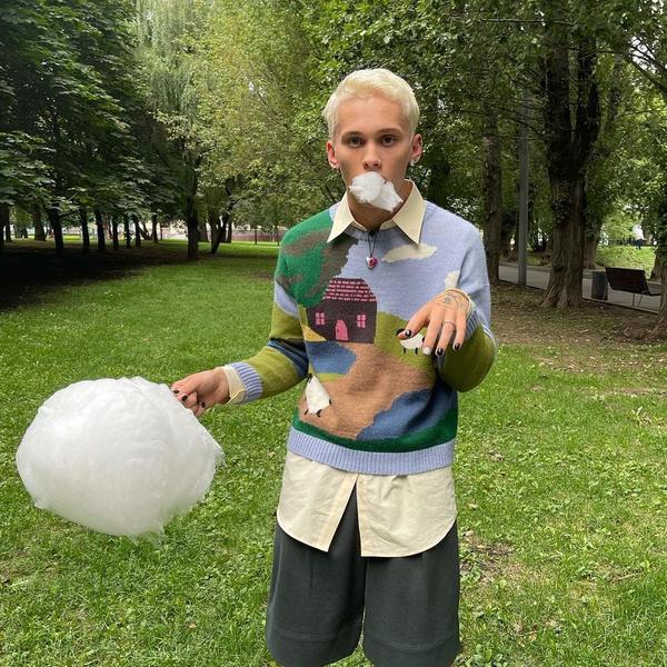 Фото №1 - Даня Милохин показал, как носить белый цвет этой осенью. А мы рассказываем, как его не запачкать 😉