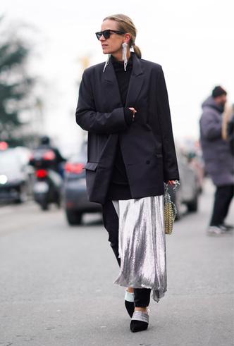 Фото №10 - Стальной блеск: как носить вещи в цвете металлик повседневно