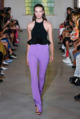 Фото №5 - Гид по тренду: как носить брюки с разрезами