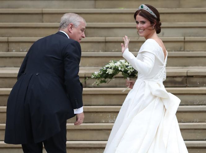 Фото №24 - Настоящая принцесса: свадебный образ Евгении Йоркской
