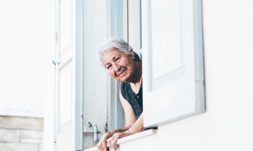 Фото №1 - Людей старше 65 в Петербурге меньше, чем в других регионах, а смертность от коронавируса выше