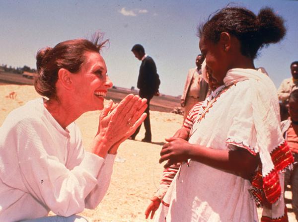 600x447 1 52a41266544e3ba5b64c2344b88a98cc@665x495 0xac120003 15089262641579263730 - «Ангел с печальными глазами»: как Одри Хепберн меняла мир к лучшему