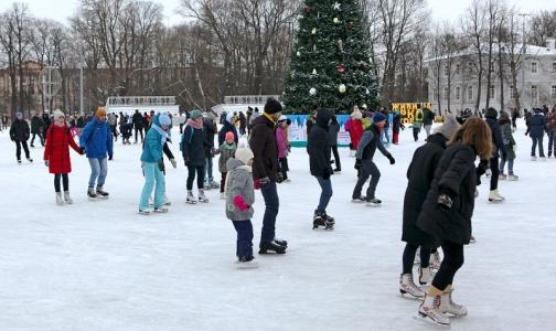 Фото №1 - Назван топ самых популярных у россиян видов отдыха на зимних каникулах