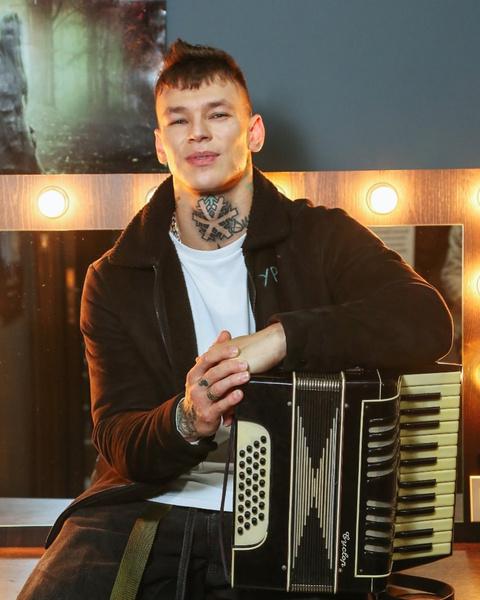 Фото №1 - Вот это прорыв: какой российский исполнитель обогнал Клаву Коку и Моргенштерна на премии MTV EMA