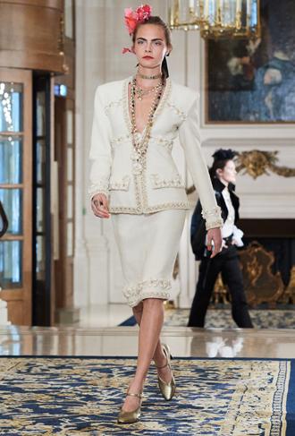Фото №12 - Показ Chanel Métiers d'Art: возвращение эпохи женственности