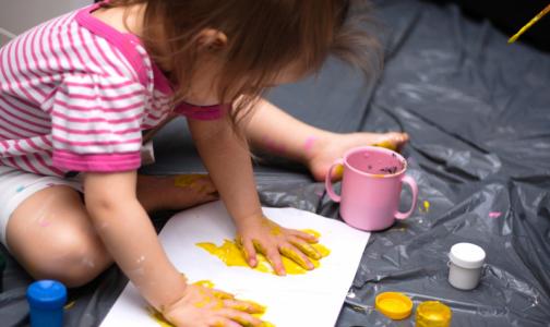 Фото №1 - В петербургском ФСС рассказали, как получить увеличенное пособие по уходу за детьми до 1,5 лет