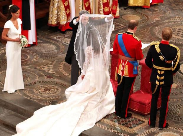 Фото №4 - Какую традицию Уильям нарушил в день свадьбы с Кейт (и при чем здесь Гарри)