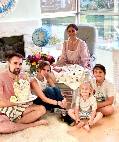 Фото №2 - «Такие не умирают»: Саша Зверева пояснила, почему ее бывший муж повторно заболел коронавирусом