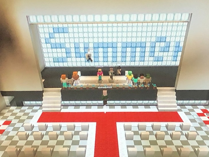 Фото №1 - Японские школьники из-за карантина провели вручение аттестатов в Minecraft