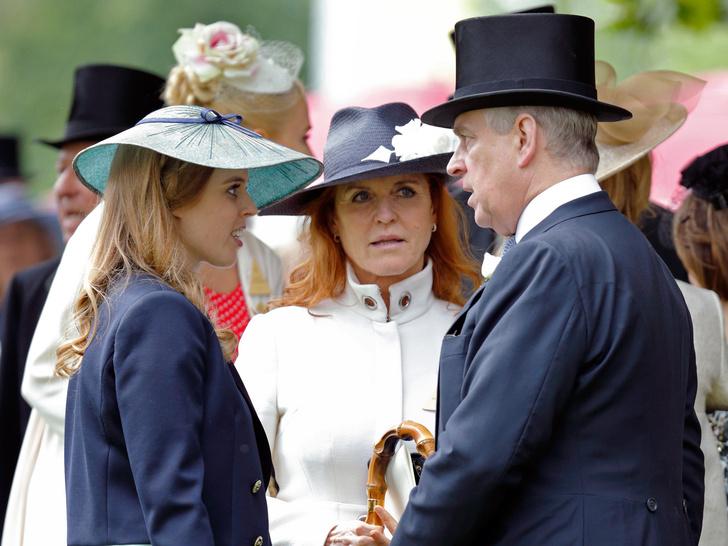 Фото №3 - Сара Фергюсон навещает Беатрис в роддоме, пока принц Эндрю скрывается: что сейчас происходит в семье Йоркских