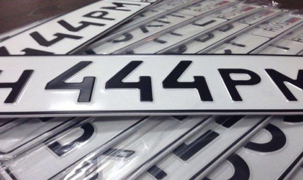 Фото №1 - «Красивые» автомобильные номера начнут продавать через сайт Госуслуг