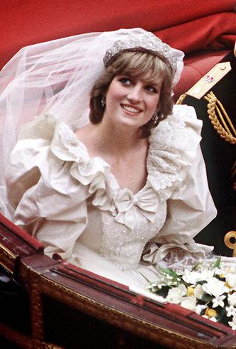 Фото №3 - 16 самых известных, красивых и дорогих свадебных платьев за всю историю