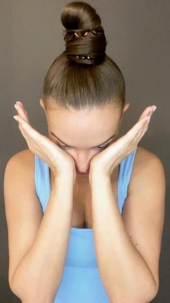 Фото №3 - Красивые скулы при помощи массажа: секретная техника косметологов