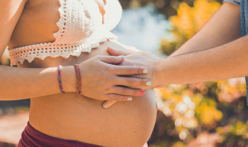 Фото №1 - Роды в пробке: Сколько петербурженок не доезжают до роддомов