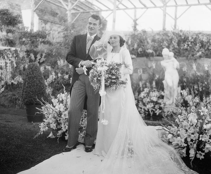 Фото №3 - Как выходили замуж легенды Голливуда: самые красивые ретро-фотографии