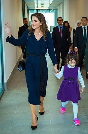 Фото №6 - Как королева Рания выбирает наряды (и почему она так редко говорит о моде)