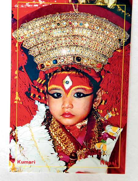 Фото №4 - Бывшая богиня: как живут те, кто перестал быть королевской Кумари в Непале