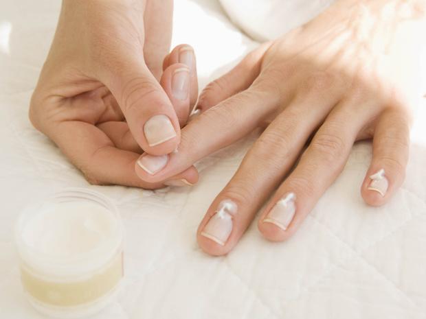 Фото №3 - 7 советов, как быстро восстановить ногти и кожу рук после зимы