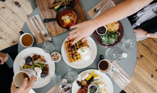 Фото №1 - В Роспотребнадзоре назвали самые опасные ресторанные блюда