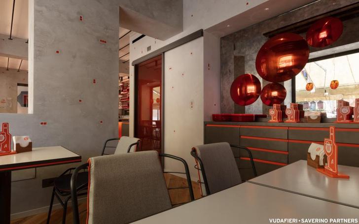 Фото №7 - Новый бар Aperol в Венеции по проекту Vudafieri-Saverino Partners