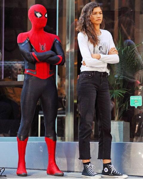 Фото №3 - На свидание с Человеком-пауком: как одеться в стиле современной Эм-Джей