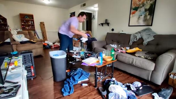 Фото №1 - Парень месяцами не убирал в доме и превратил его в хлев, а потом навел порядок за день (ускоренное видео)