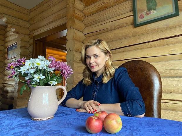 Фото №1 - Пегова, Семенович и другие звезды, которые переехали к родителям