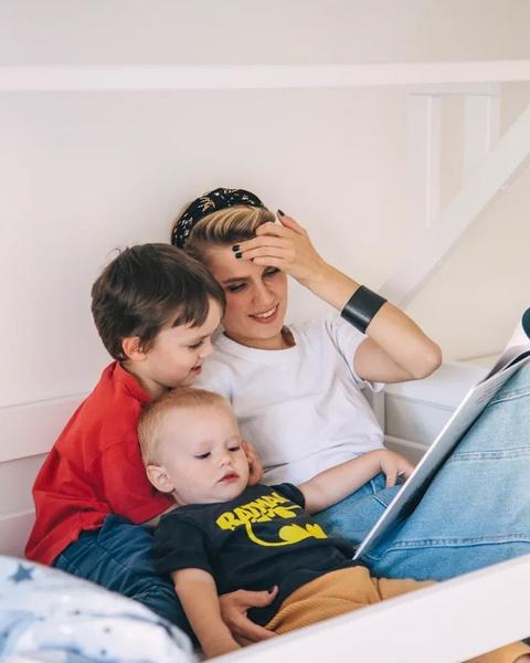 Фото №1 - «Папина дочка» Мельникова впервые показала лицо младшего сына