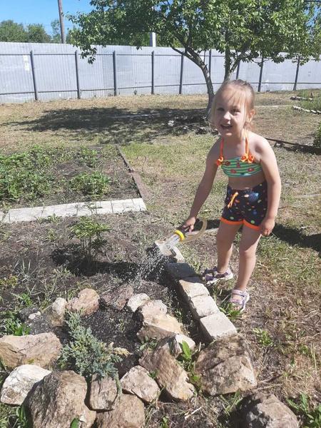 Фото №7 - Дачные радости для малыша: голосуем за самое яркое детское фото