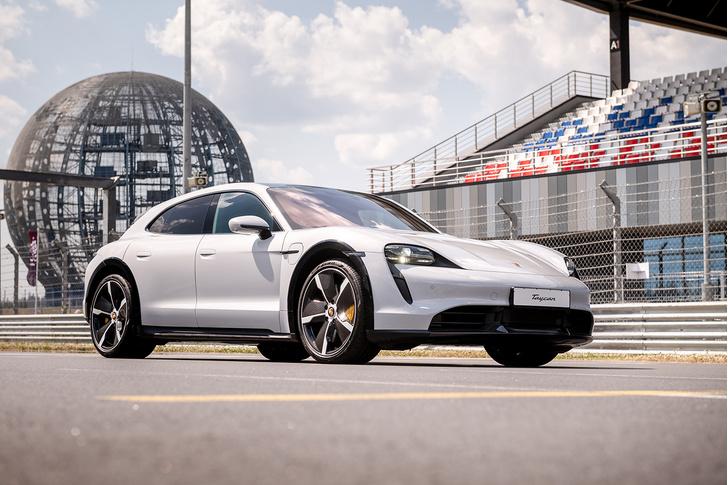 Фото №12 - Успеть за четыре часа: как Санкт-Петербург принял Porsche World Road Show
