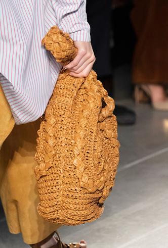 Фото №35 - Самые модные сумки весны и лета 2020