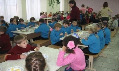 Фото №1 - Чего добились петербургские родители, недовольные питанием своих детей в школах