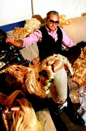 Фото №3 - Почему (и как) новый лак для волос от Oribe сделает вас звездой