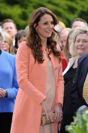 Фото №31 - Королевский дресс-код: любимые сумки герцогини Кембриджской