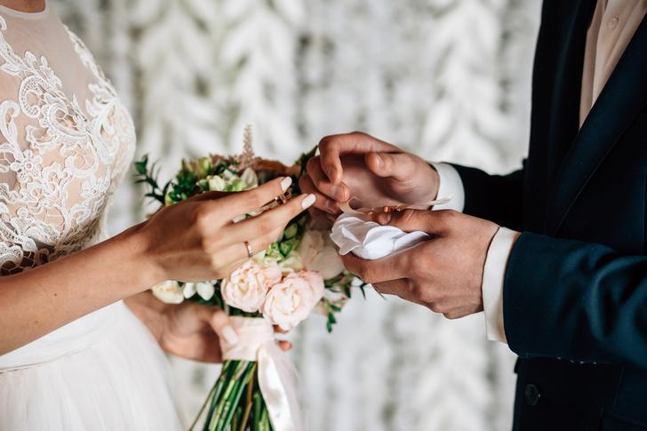 В России отменили отметки в паспорте о браке и детях