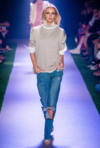 Фото №12 - Скинни, клеш и рваные: самые модные джинсы весны 2020