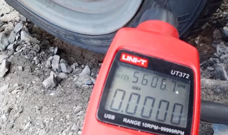 Фото №1 - Что произойдет с покрышкой на «Жигулях» на скорости 620 км/ч (видео крупным планом)