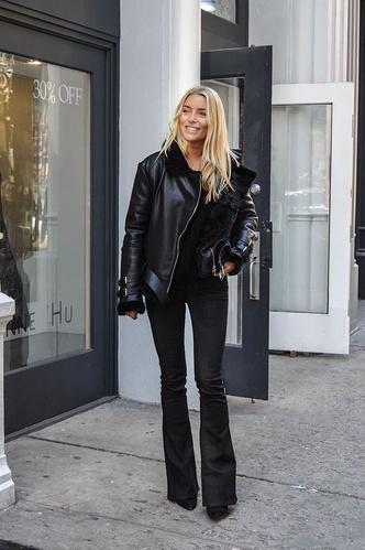 Фото №11 - С чем носить джинсы клеш: 12 модных идей на весну 2021