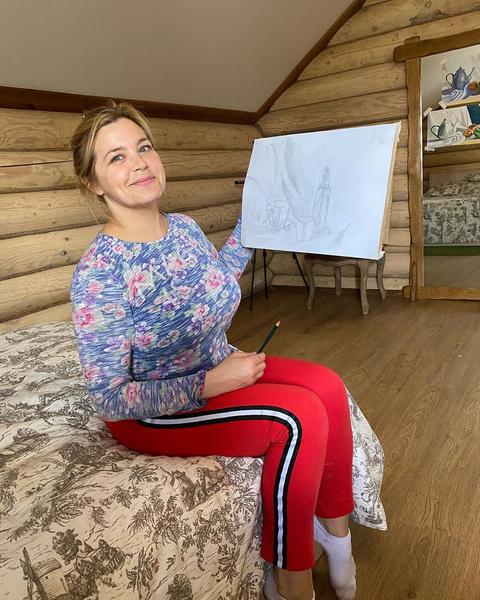 Фото №1 - Пегова призналась, что носит с мамой одни платья на двоих