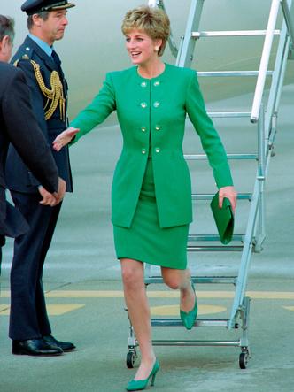 Фото №30 - Одним цветом: как королевские особы носят монохромные образы— 30 вдохновляющих примеров