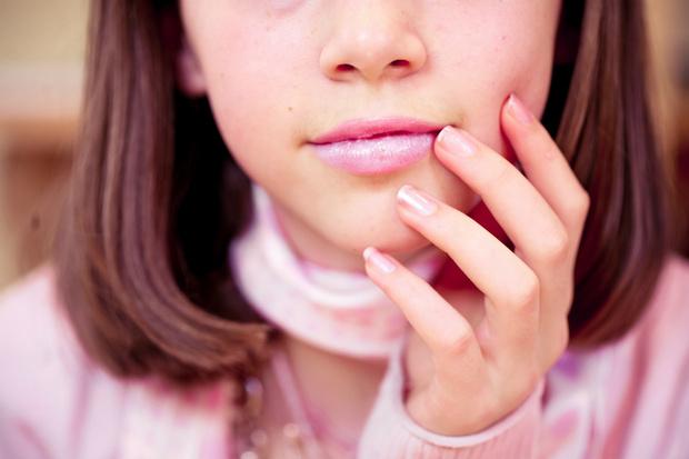 Фото №2 - Как ухаживать за губами зимой