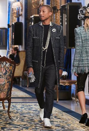 Фото №14 - Показ Chanel Métiers d'Art: возвращение эпохи женственности