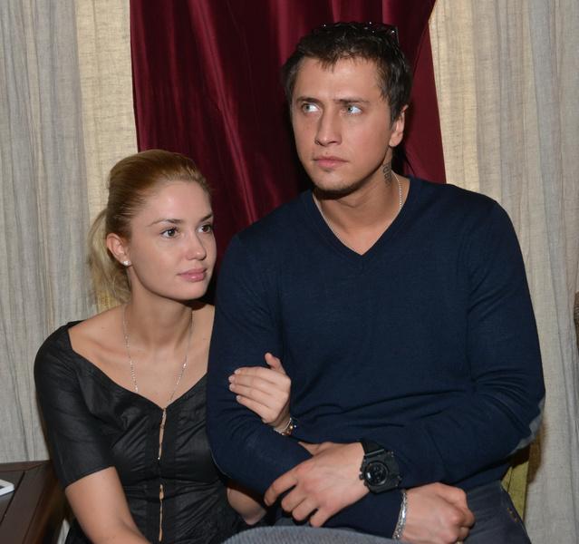 Фото №2 - Прилучный и Муцениеце объявили о разводе