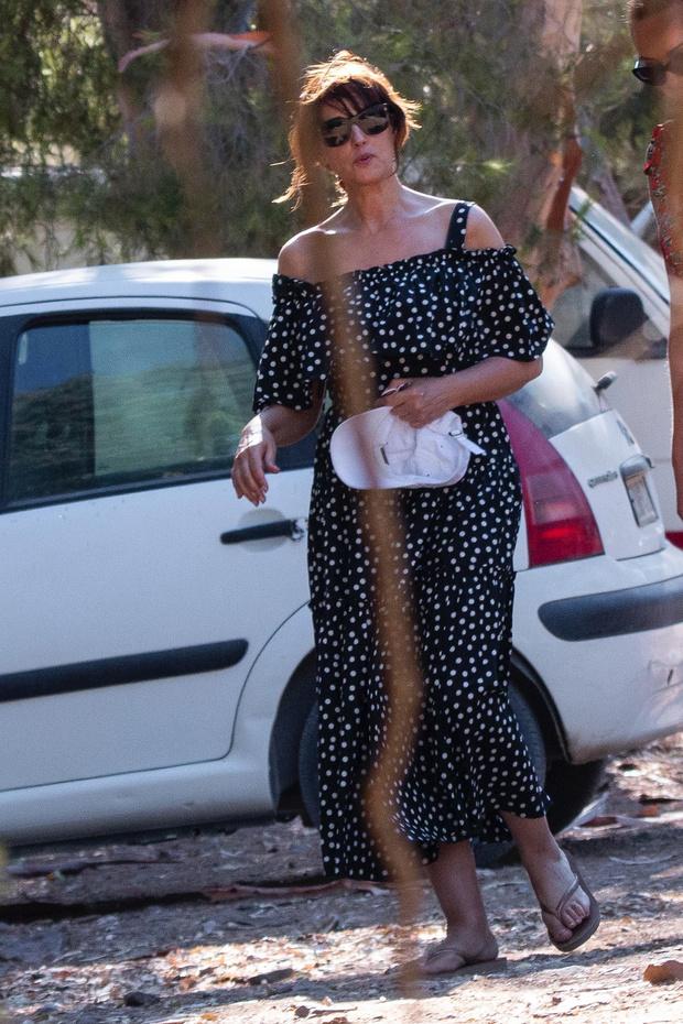 Фото №1 - Платье в горох— всегда беспроигрышный вариант. Доказывает Моника Беллуччи