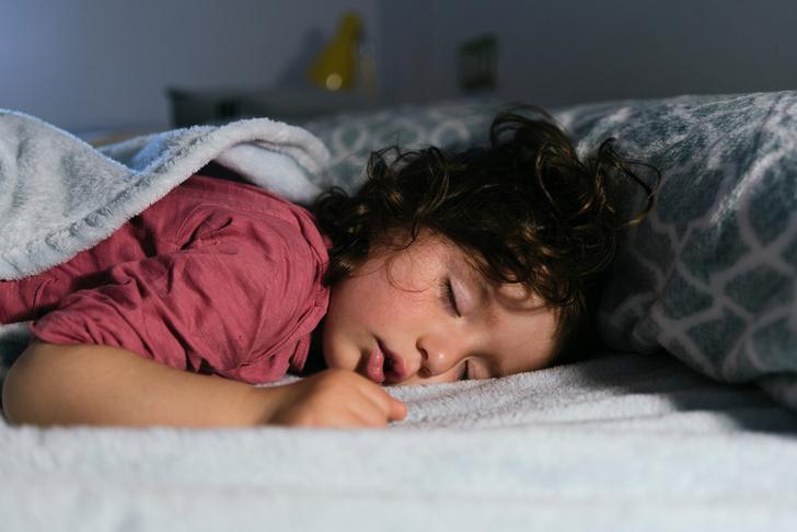 Фото №1 - Как разбудить ребенка утром без слез и капризов