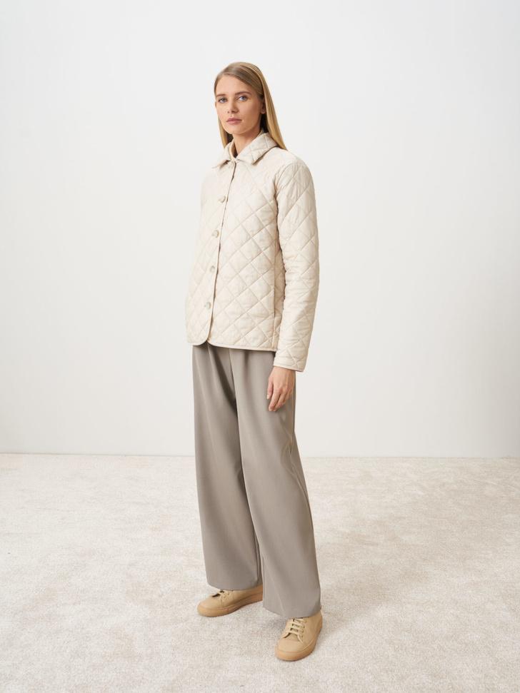 Фото №5 - У каких российских брендов искать классную стеганую куртку, как у Айрис Лоу?